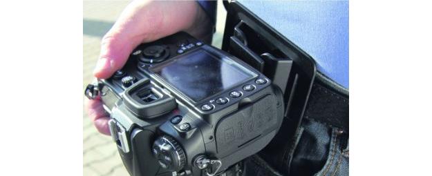 Piastra porta macchina fotografica da agganciare alla cintura