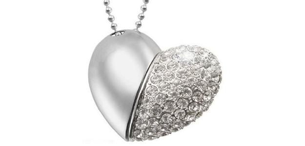 chiavetta usb a forma di cuore per san valentino