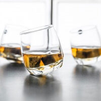 Bicchieri da whisky dondolanti