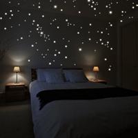 Un adesivo da parete stupendo, 250 punti luminosi per ricreare un