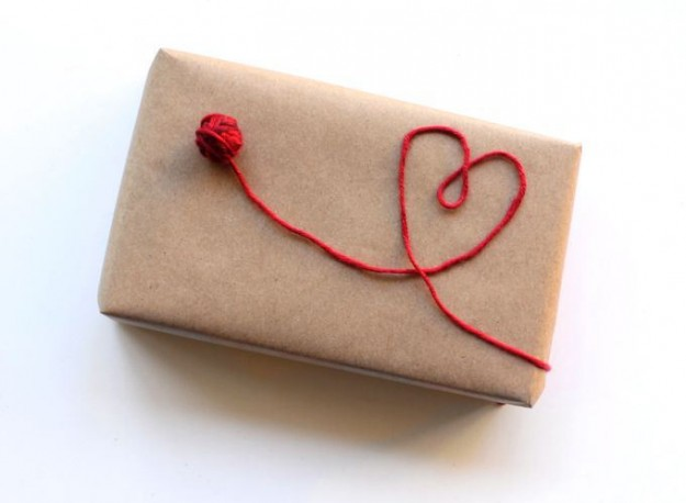 Pacchetto regalo con cuore di lana