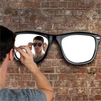 Idee regalo per trovare i regali perfetti senza impazzire - Occhiali per truccarsi allo specchio ...
