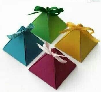 Pacchetti regalo a piramide