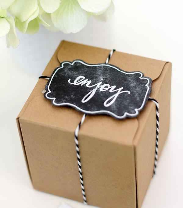 pacchetto regalo con etichetta lavagna