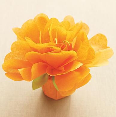 incartare un regalo con un mega fiore