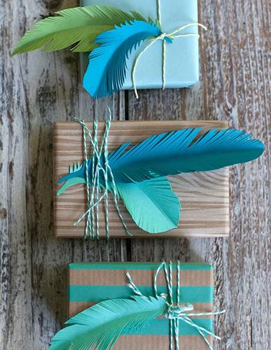 piume colorate carta regali