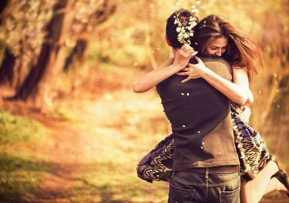 abbraccio sorprese per lui lei