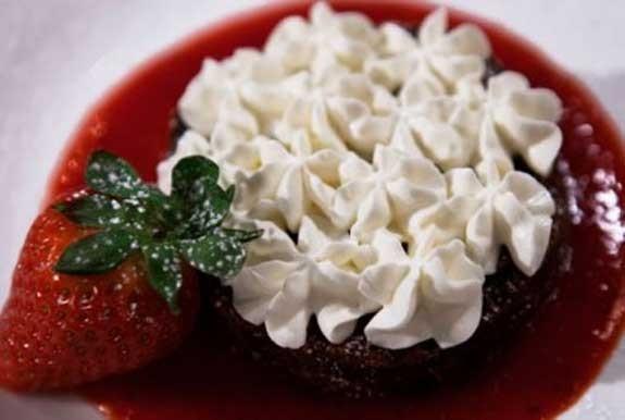 torta cioccolato fondente morbida salsa fragole san valentino