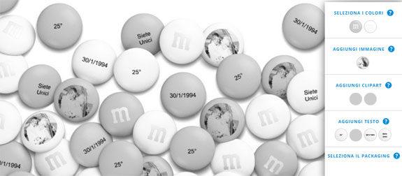 964c17e6ca Personalizza dei cioccolatini con un'immagine e con del testo, come la data  del loro matrimonio o il numero 25, e usa colori come il grigio e il bianco.