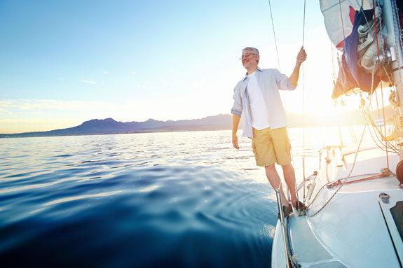 uomo pensione in barca