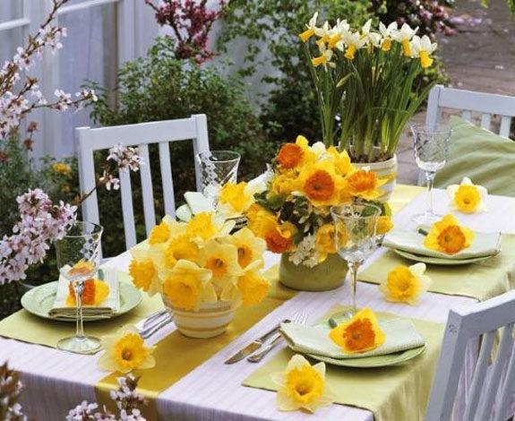 decorazione tavola gialla festa della donna