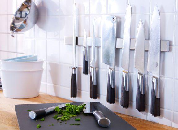 striscia magnetica parete coltelli da cucina
