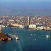 Volo in elicottero in esclusiva per due - Venezia